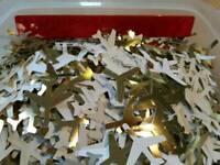Flieger ausgestanzt aus goldenem Karton zum Basteln, Dekorieren Bayern - Todtenweis Vorschau