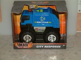 """""""Mad Machines"""", City Response, Recycle Truck. With sound and lights."""