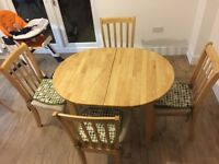 Exapandable wooden oak dining table & chairs