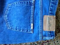 "MENS LEVI STRAUSS JEANS SIZE 38"" BY 32"" LEG"