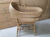 Extra Large Wicker Moses Basket – fits Sleepyhead Deluxe (Crib & Bassinet)