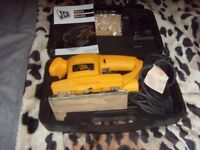 JCB 135W ORBITAL SANDER, USED ONCE WITH SPARE SANDING SHEETS AND DUST COLLECTION ADAPTOR