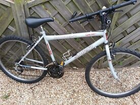 GENTS BIKE TO CLEAR £25 NO OFFERS