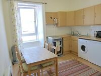 Ref 711: Bright and sunny 1 bed flat available on the quiet cul-de-sac of Waverley Park in Abbeyhill