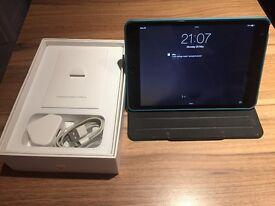 Apple iPad mini 2 32GB 7.9in wifi - MINT + tragus case and screen protector