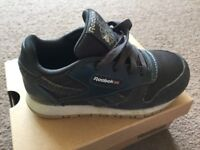 Reebok Leather/Suede Coal Trainers Size UK 7.5