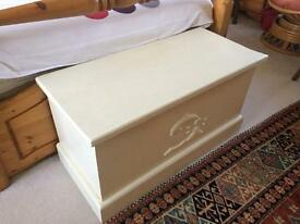 Charming Shabby Chic Solid Pine Linen Chest/Toy Box