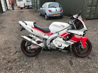 YAMAHA YZR600R THUNDERCAT - KENNY ROBERTS REPLICA - SCORPION CAN - LOW MILEAGE EXCELLENT CONDITION