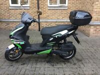 Phantom Znen 125cc black and green scooter