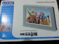 logik digital 7 inch photo frame nearly new in 20 pound
