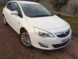 White Vauxhall Astra Excite 1.4