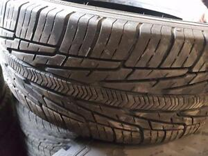 4 pneus d'été 215/55R17 Goodyear Assurance. 35% d'usure, mesure 7-7-8-8/32.