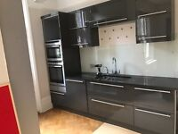 Stunning Italian kitchen/Neff appliances/quartz 40mm worktop/glass splash backs/boiling water rap