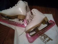 Ice skates RISPORT girls size 1 leather white great condition with blade covers and shoulder bag