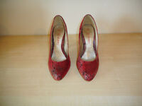Queen of the Catwalk Ladies Shoes. Red Snakeskin effect Size 6.