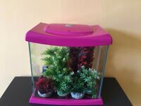 SMALL FISH TANK 15 LITRE INCLUDES 6 PLASTIC PLANTS AND A FILTER