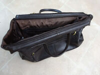 Ashdown Gladstone leather holdall - only 3 weeks of use