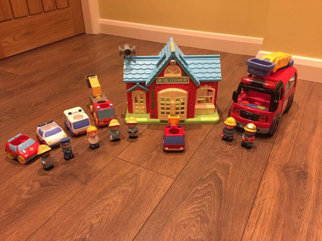 Happyland Fire Station and Emergency Vehicle Set