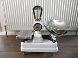 Avery Shop Scales No.1102 with metric and imperial weights - Vintage Shop Scales