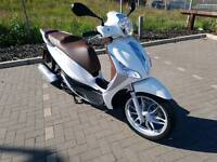 like new Piaggio MEDLEY 125 ABS USB charger only 562 mil 10 months old immaculate condition offers