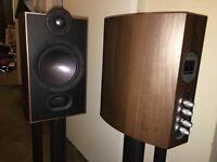 Legendary MORDAUNT SHORT MEZZO 2 speakers with stands