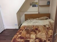 Spacious double room near reading university £410 ideal for professional/student