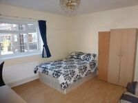 * NO AGENCY FEE * LARGE Furnished Room / All Bills Inc / Minutes From QMU, Stepney Green / Avail NOW
