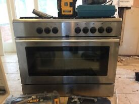 Free standing 5 burner cooker