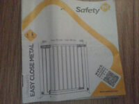 Hi for sale Safety gates size 73-80 cm in very good condition, boxed with manual! can deliver!