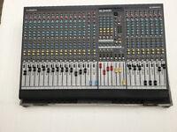 Allen & Heath GL2400-24 professional mixer & flight case