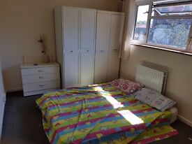 Double and Single Room in Maybury, Woking for Rent