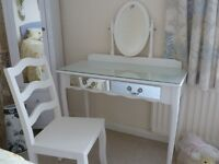 White dressing table with glass top including 2 mirror drawers incl chair to match