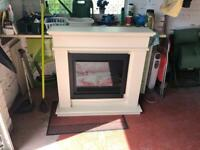 Electric fireplace with remote control – £45