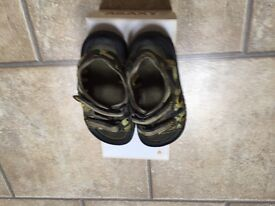 Boys green & black sandals size 10