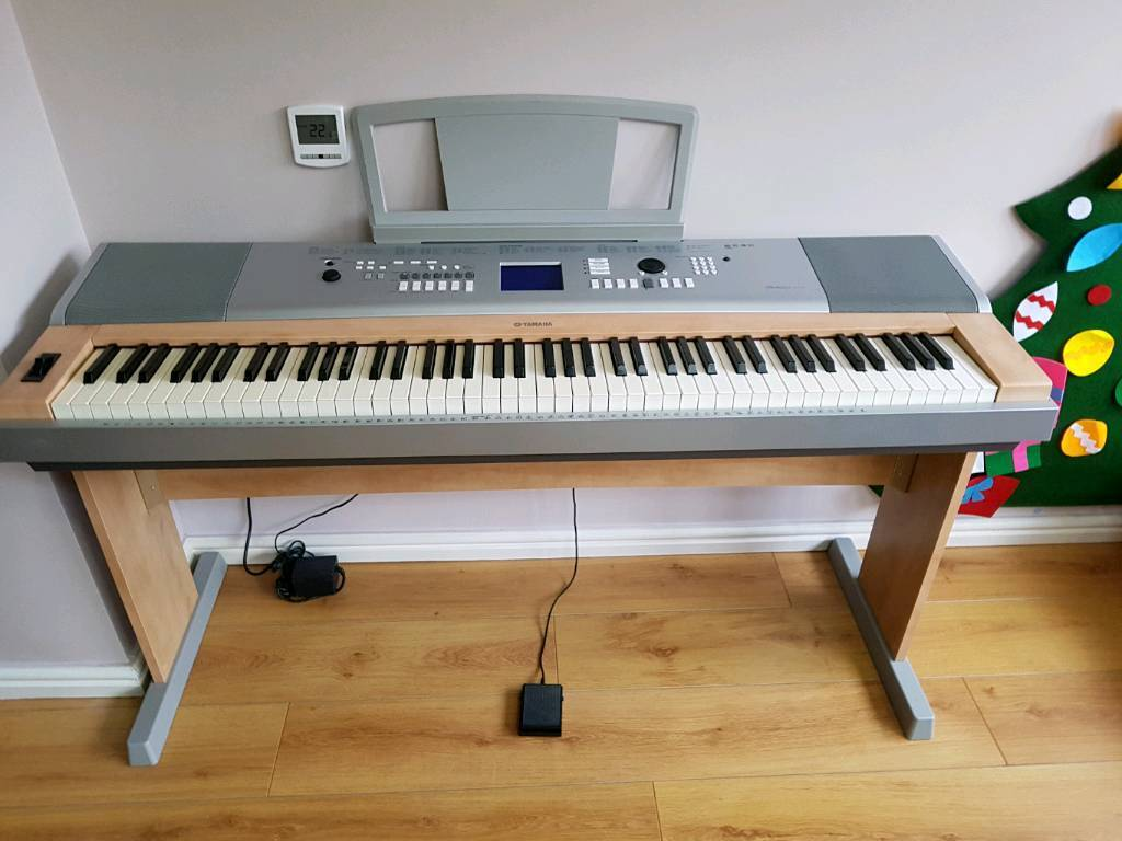 Yamaha portable grand piano dgx620 electric digital keyboard