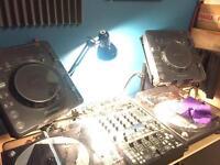 2x Cdj1000 mk3, and behringer ddm4000 mixer