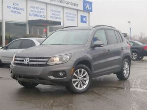 2013 Volkswagen Tiguan 4Motion Panoramic sunroof  Heated leather