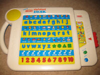 VTECH ALPHABET DESK - With 6 different activities to help little ones learn letters / numbers etc