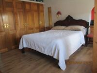 Festival-Holiday Let: 2 double rooms: kingsize £45 double £40 Living-dining: Kitchen: Bathroom