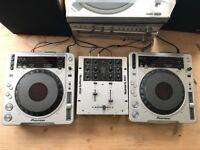 Pioneer CDJ-800MK2 x2 & NuMark M101 Mixer