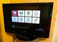lg 32lg 7000 tv / 4 HDMI/ Bluetooth/ Freeview/with remote/ cash or swaps