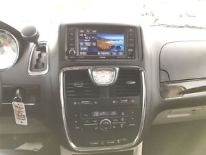 2015 Chrysler Town & Country Touring - MUST SEE VERY CLEAN Belleville Belleville Area image 10