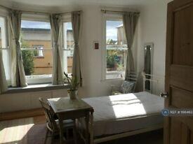 1 bedroom flat in Prideaux Road, London, SW9 (1 bed) (#1186463)