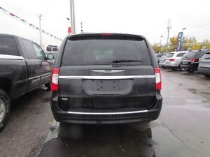 2015 Chrysler Town & Country Touring-L | CAM | LEATHER | REAR AI London Ontario image 6