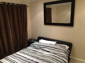 ROOMS AVAILABLE IN MODERN GATED APARTMENT WITH LIFT