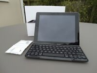 Apple iPad 3rd Generation Silver 32Gb with Keyboard and Adaptors