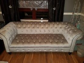 Crushed velvet chesterfield suite