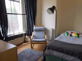 Bright and spacious single room to let in Selly Oak B29. £65 All Bills, WiFi included, good transpor