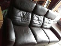 SUPERB BROWN LEATHER RECLINING SOFA