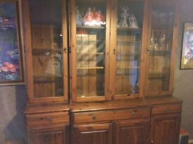 Free standing wall unit
